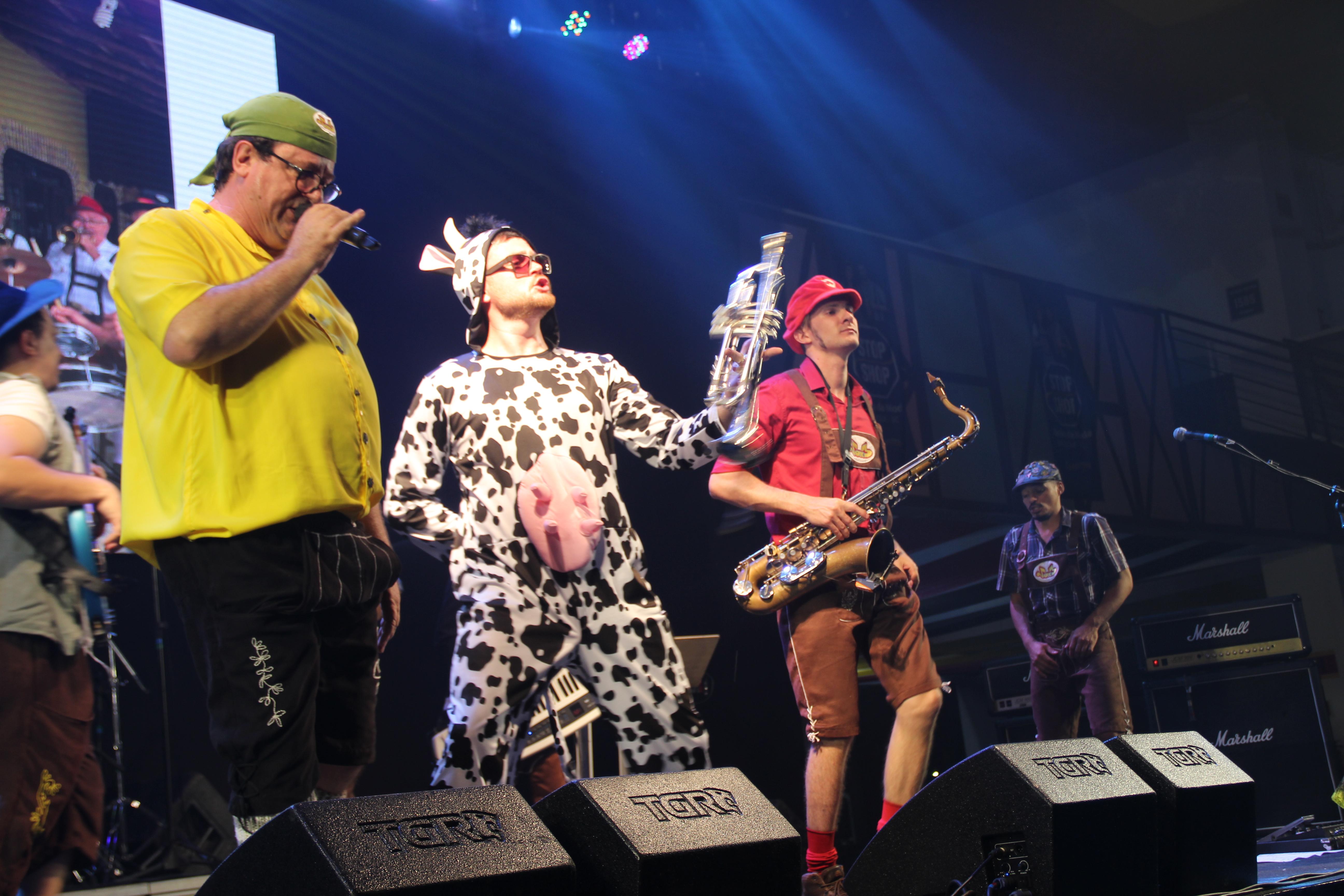 Banda Vox 3 e brincadeiras tradicionais agitam o segundo dia de Fenarreco